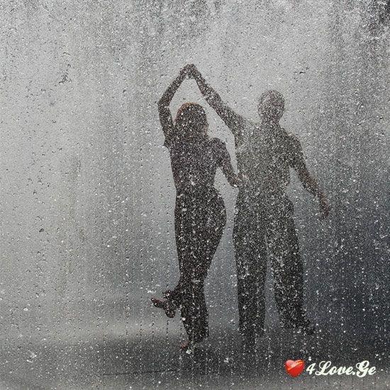 წვიმაც ვერ უძლებს სიყვარულს ამდენს...